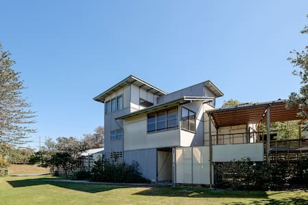 Eddies Place - classic Straddie beach house - Point Lookout - Talo