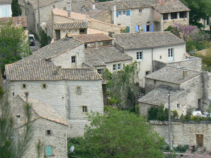 Maison de village proche d'Uzes avec 2 terrasses