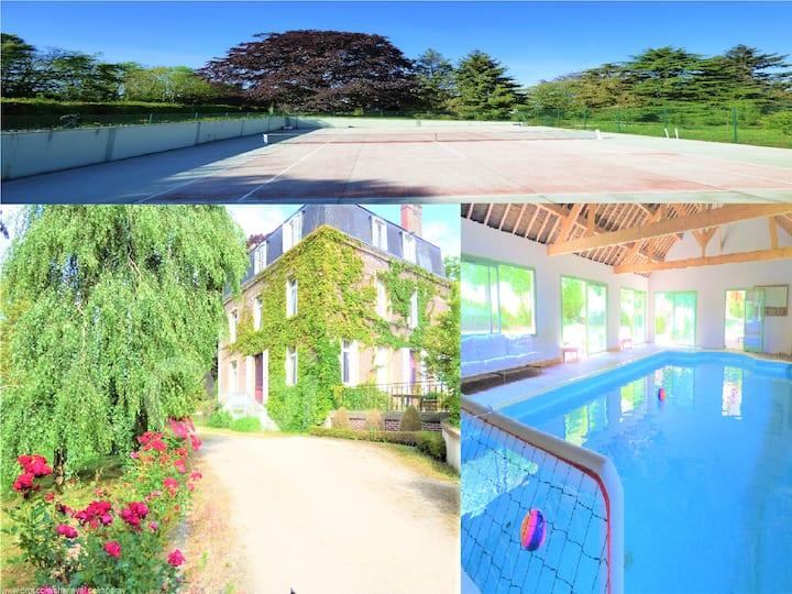 Domaine: Villa/Piscine chauffée/Tennis/50Activites