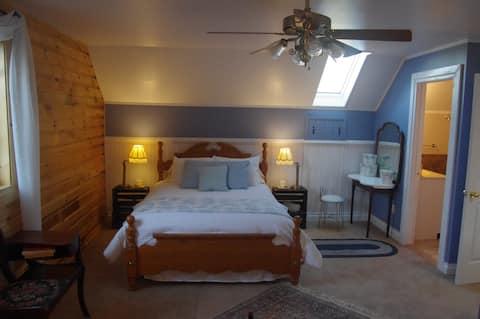 Tranquil Acres South Suite