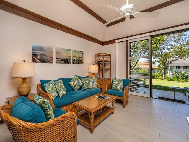 Tropical Garden Retreat! Ground Floor Ease, Modern Kitchen, Lanai, WiFi, Flat Screens-Kiahuna 2115