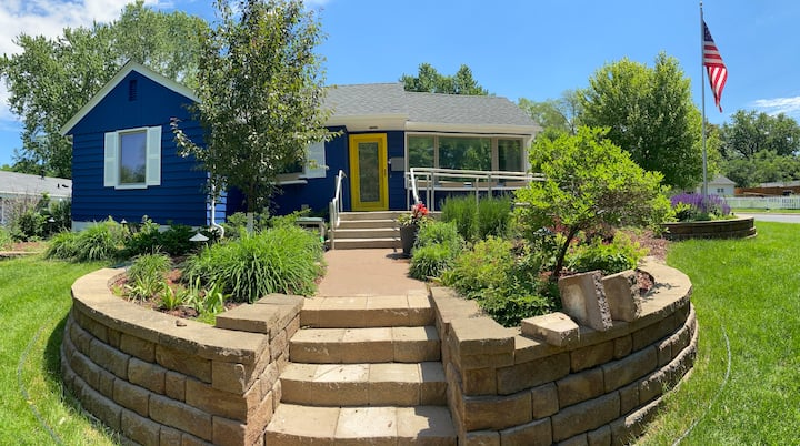 3bdr home, super-clean, cozy backyard, by Westends