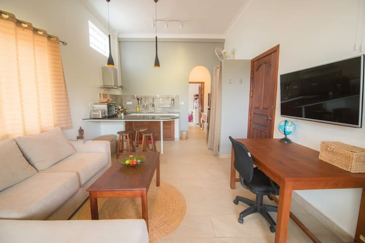 Deluxe Apartment, private Balcony, salt water Pool