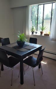 Convenient location - Vancouver - Wohnung