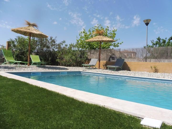 L'Olivier maison avec piscine couloir de nage