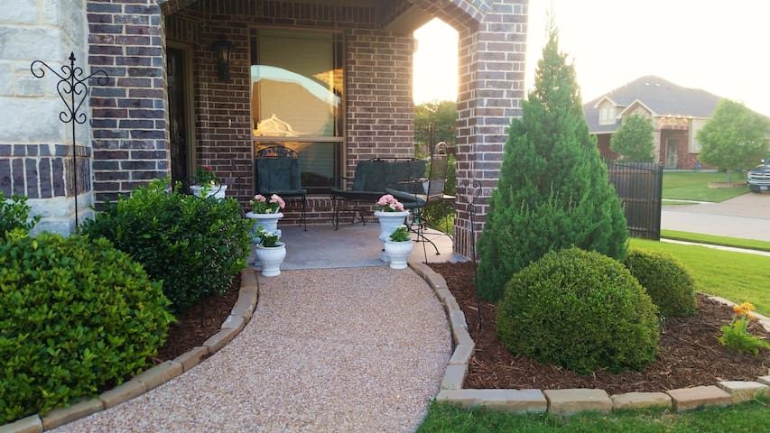 Spacious 4/3 Home by Golf, Lake, DFW in Quiet Area - Mansfield - Huis