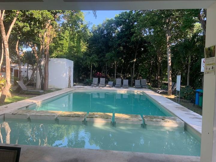 Room in Condo.  Quiet near Jungle. WiFi, Pool, AC.
