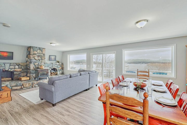 Waterfront cottage & suite w/ large deck & amazing harbor views!