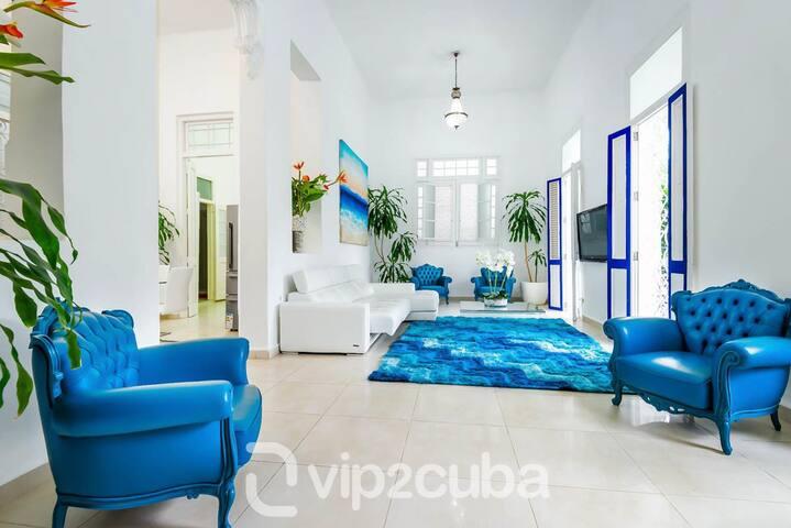 VIP Luxury Colonial 4BR Villa in Vedado