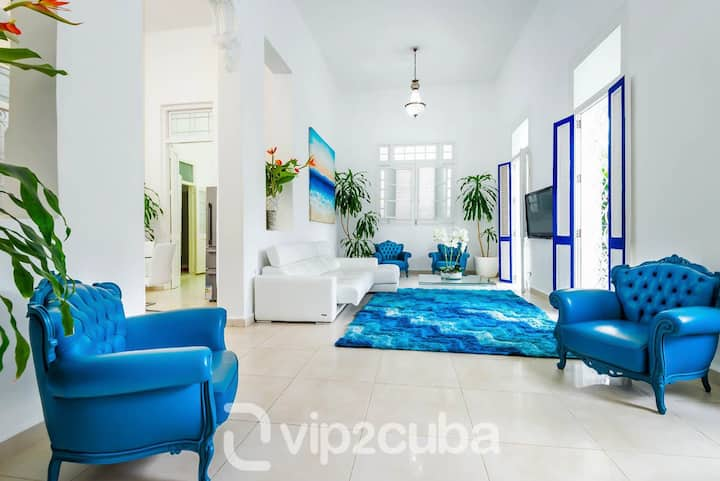 VIP Luxury Colonial 4BR Villa in Vedado