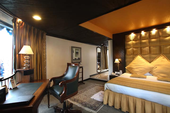 Suite room in a boutique hotel in Nainital
