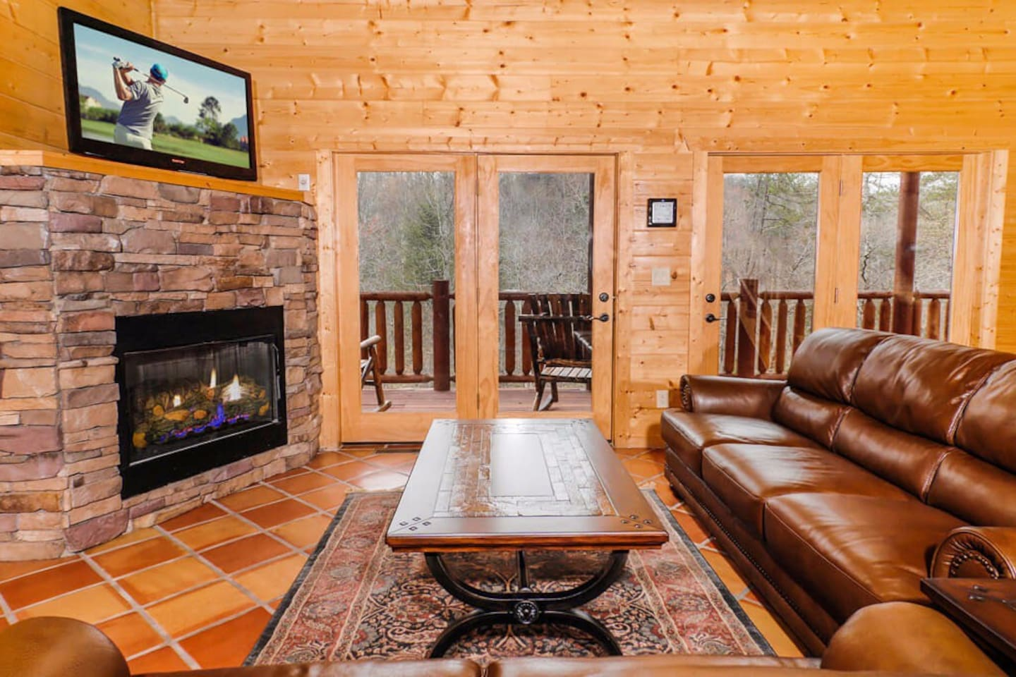 blue mountain lodge btw gatlinburg pigeon forge cabins for