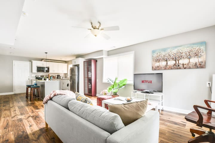 💥 Modern Apartment a mile from Downtown Decatur