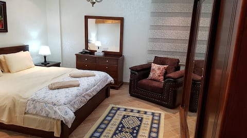 ROYAL SUITE FULLY FURNISHED SRVSD APRTMNT 4TH CRCL