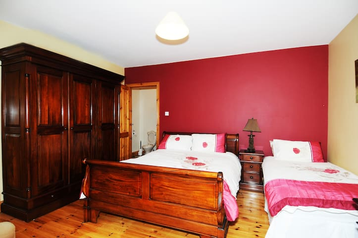 Spacious room with extra bed to acommodate additional guest