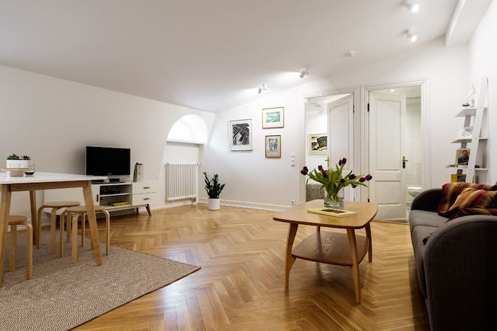Cozy apartment in the heart of Old Town - Tallinn - Apartment