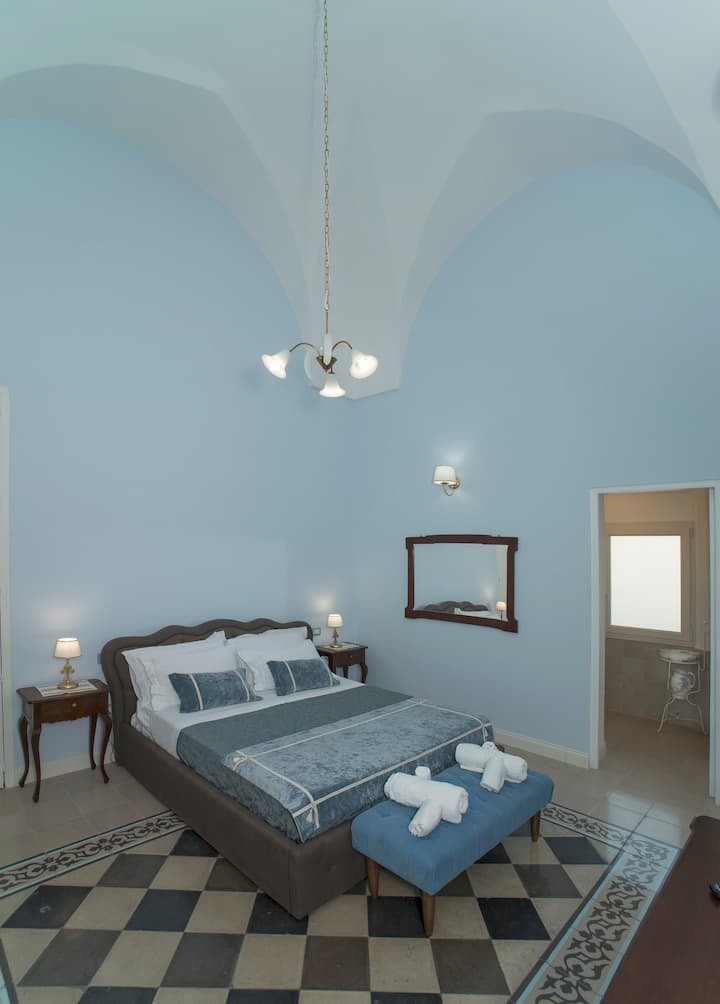 Superior Room in bourgeois home