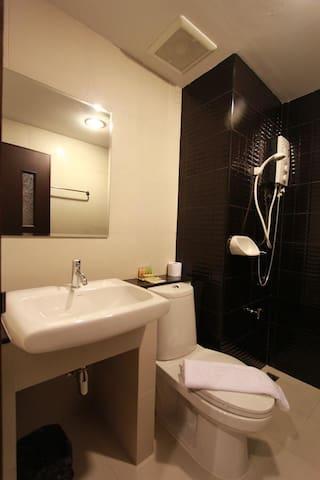 Hanry Hotel