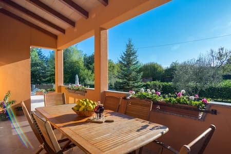 Ideal vacation for your family in heart of Istria! - Sveta Nedelja - 独立屋