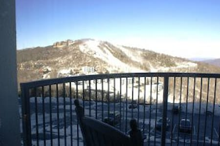 Magnificient views of ski slope - Sugar Mountain
