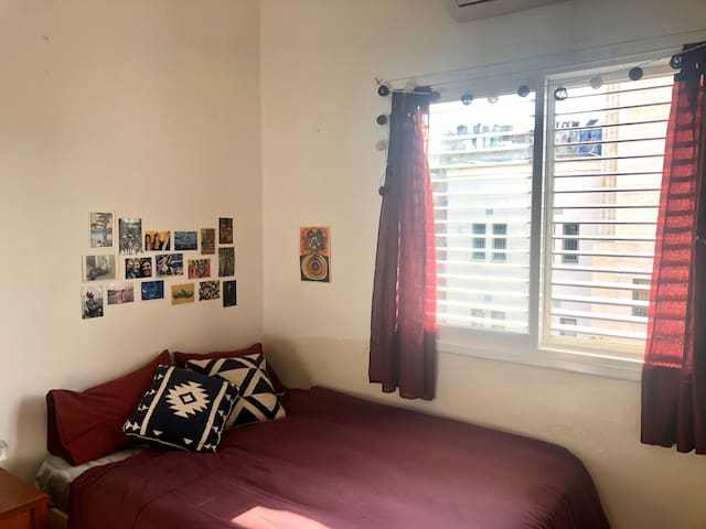 Bright Room in Jaffa (Shuk Hapishpishim)!!!
