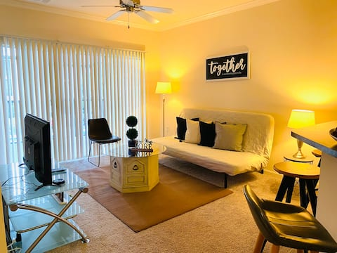 Private cozy apartment & Rent a Car With us ////