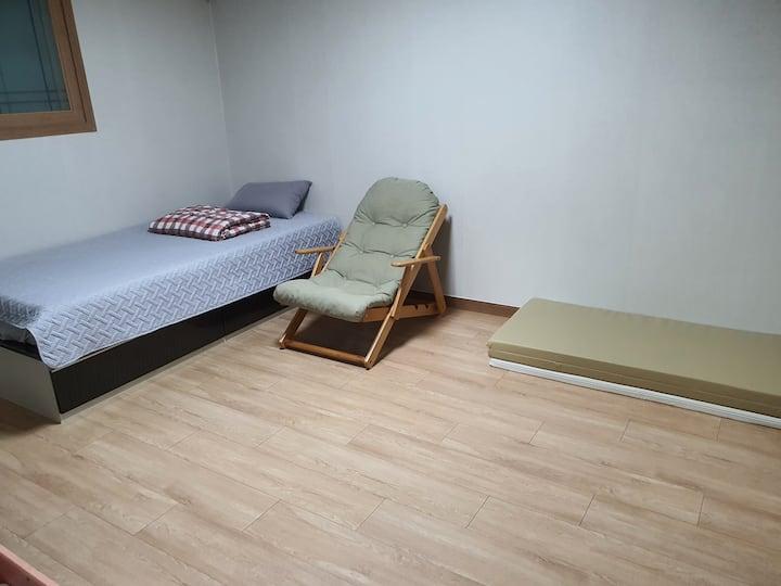 205 일산해수욕장/대왕암공원/온돌 /1인침대1EA+2인요매트+1인요매트(2-4인)
