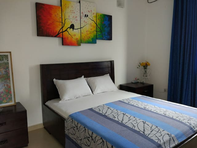 Circle Ceylon Single Suite - 3 Mins from the Beach
