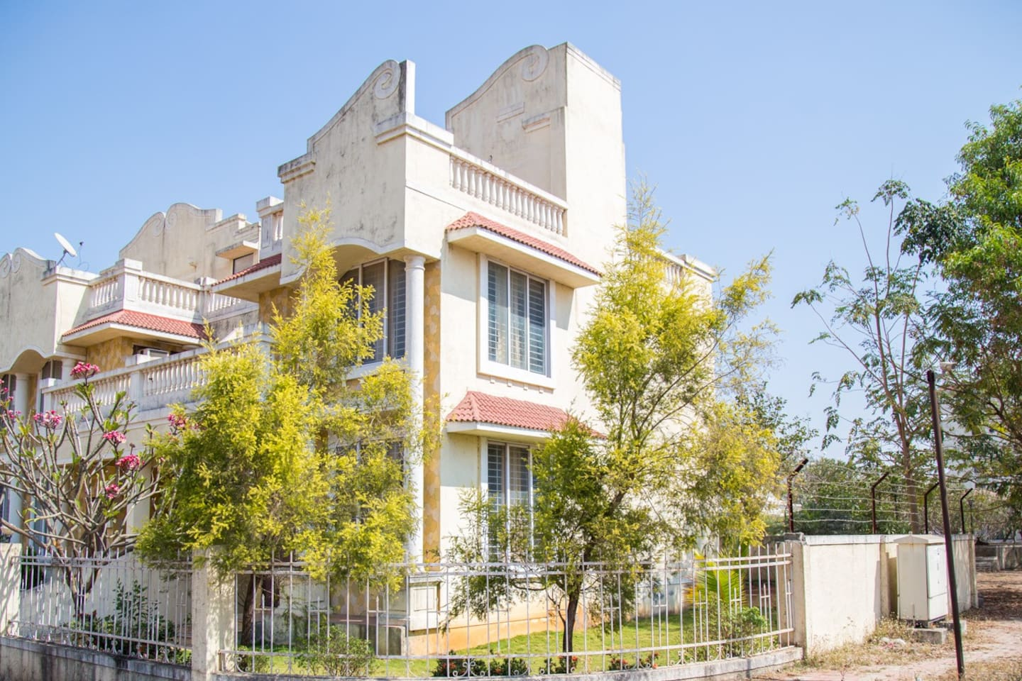 Beautiful 3BHK villa with 2000 sq ft lawn, private parking, 4 terraces in a beautiful location