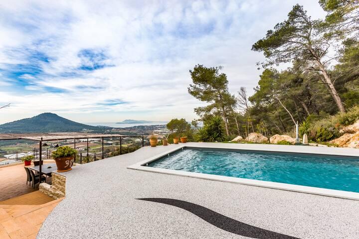Villa avec magnifique vue mer, piscine et parking
