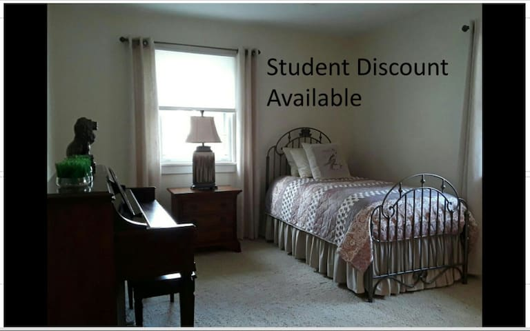 Room Near Hospital (4 night Min) STUDENT DISCOUNT* - Bay City - Dom