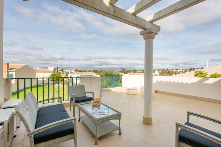 Spacious modern apartment in charming Vilamoura