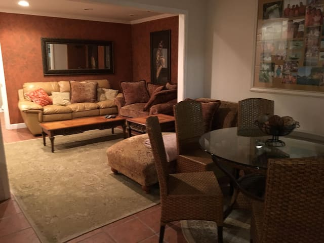 spacious and modern furnished basement apartment - Clemson - Overig