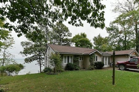 Cozy and Comfortable Lakefront Home - Dunnville - House