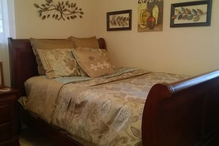 Lovely queen bedroom in NW Austin - Austin - House