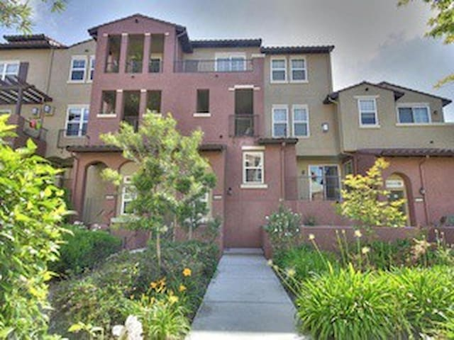 Townhome in Berryessa, San Jose - San Jose - Bed & Breakfast