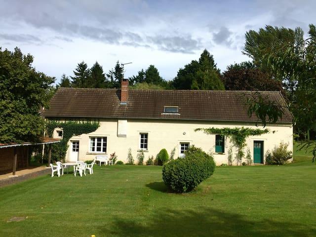 « La petite maison «   Gîte dans la campagne