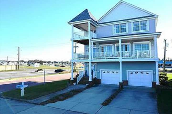 Oceanfront with amazing views!