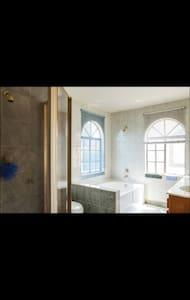 私人大套房,含独立大卫生间,有车库,厨房 - Alhambra