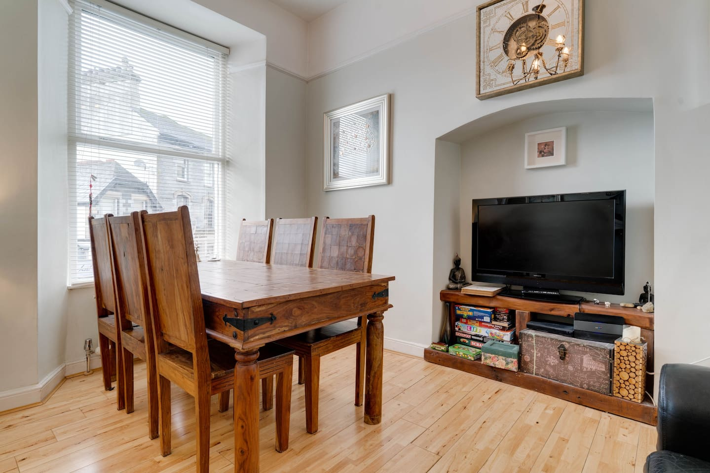 Large Dining room, seats 6 people. TV 2 seater sofa. Great views of the fells and high street