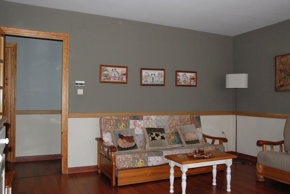 Zona de salón, un espacio donde relajarse, leer o ver la televisión