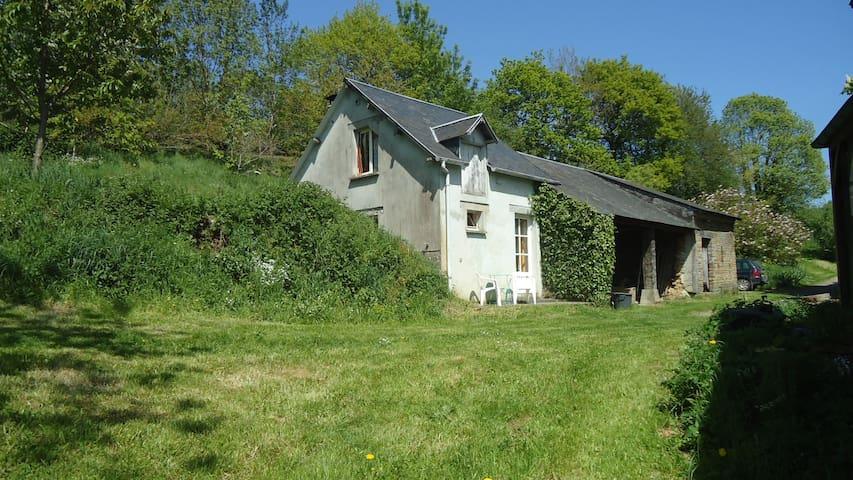 Petite maison nichée au coeur du bocage normand