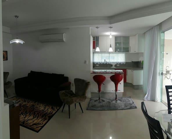 Apartamento amplo e confortável! - Itapema - Apartment
