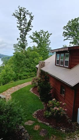 Cove Ridge Cabin with elegance on Watauga Lake