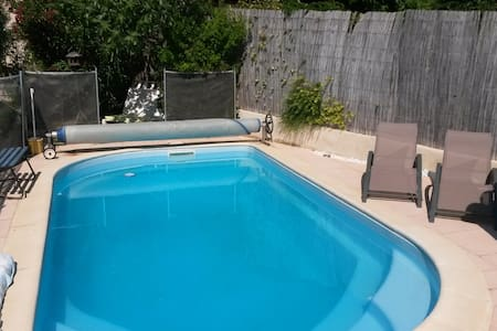 studio avec piscine dans le LUBERON
