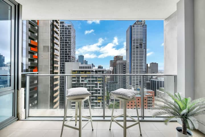 ♥ NEW! ♥ A Beautiful 2BR Apt Near Southern Cross with City Views