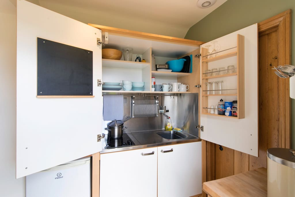 Concealed kitchen with electric oven, grill, hob and microwave combined.