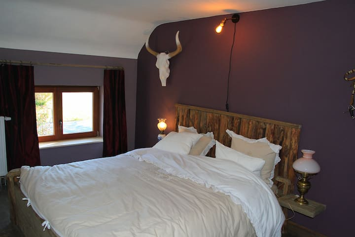 """Bedroom """"Old West"""" with the cowboy bed"""
