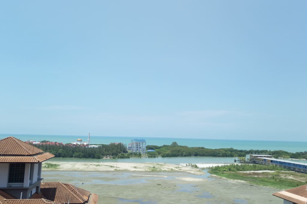View of Melaka Straits & Pulau Melaka from the unit.  Look out for serene view of lighted mosque,  Masjid Selat at night.