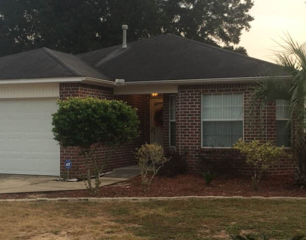 Handicap Family Home Close to Five Flags Speedway! - Pensacola - Rumah